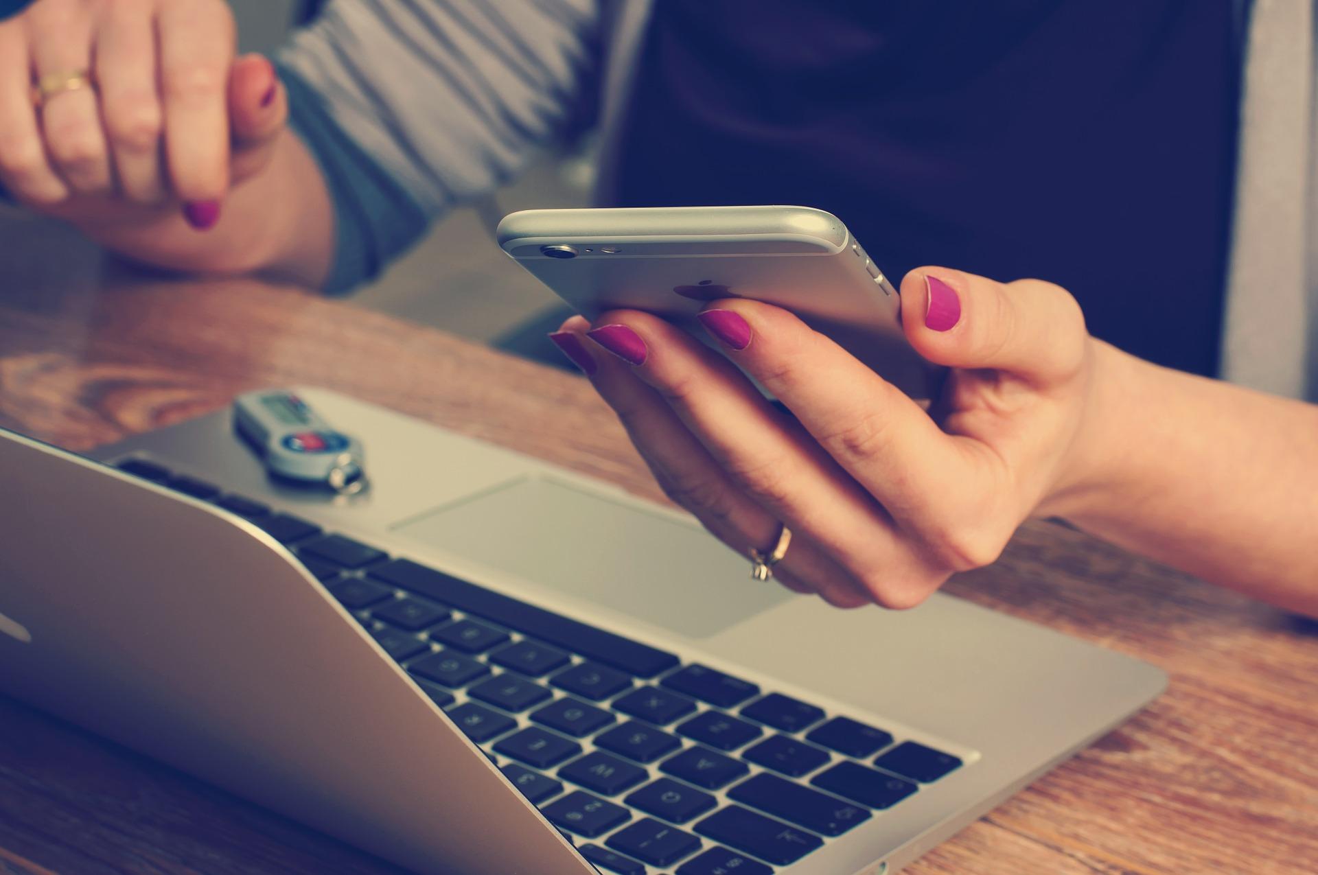 Best Twitter Chats for Communications Guru
